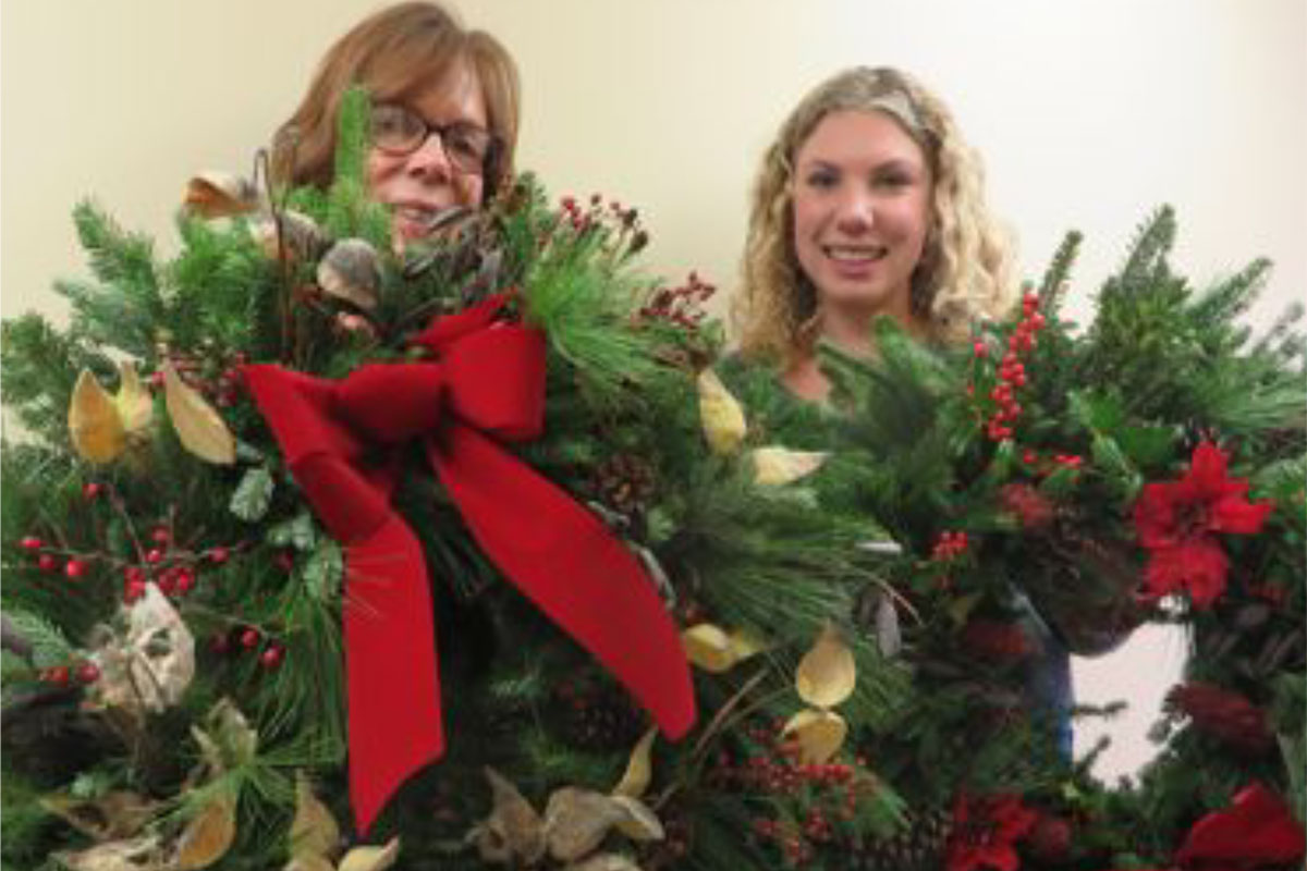 Register by November 6 for a Discount on Holiday Wreath-Decorating Workshops